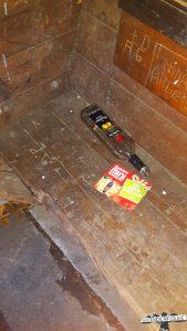 Schnapsflasche in Schutzhütte hinterlassen