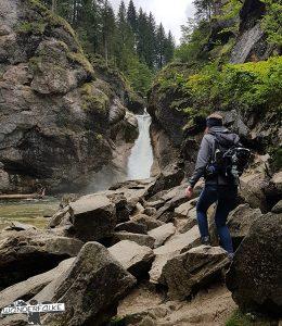 Wanderin vor Buchenegger Wasserfall