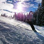 Skifahrerin im Schnee