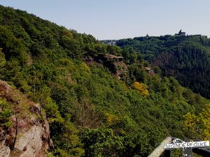Buntsandsteinroute Nordeifel Blick auf Burg Nideggen Nationalpark Eifel