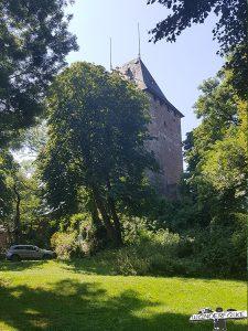 Burg Nideggen im Nationalpark Eifel entlang der Buntsandsteinroute Nordeifel