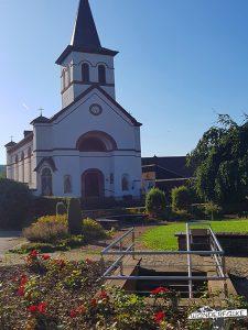Kirche Hausen Buntsandsteinroute Nordeifel Wanderweg Wandern Nationalpark Eifel