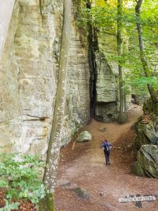 In der Schlucht Felsenweg Teufelsschlucht Ernzen Echternach NaturWanderPark delux Wanderfalkeonline wandern