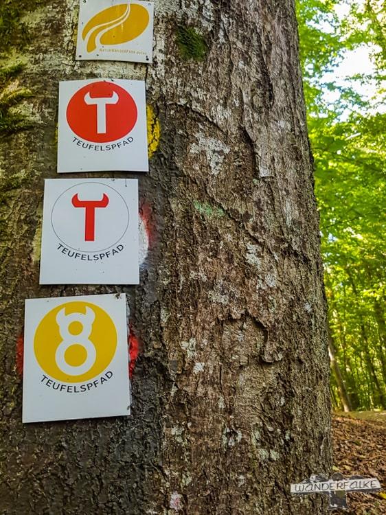 Wandersymbol Teufelsschlucht Felsenweg Ernzen Echternach NaturWanderPark delux Wanderfalkeonline wandern