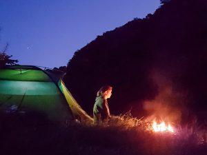 Zelt mit Lagerfeuer