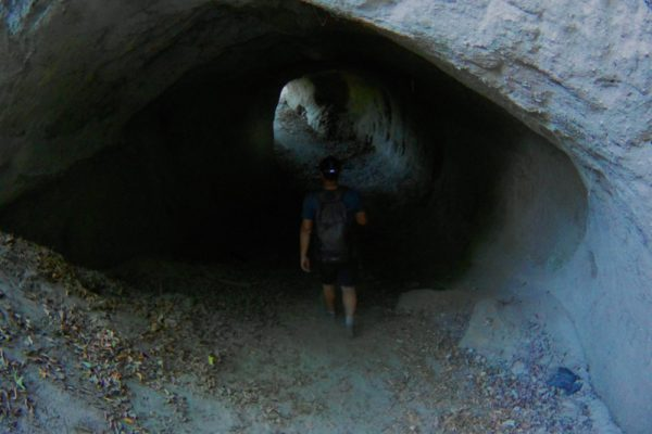 Wanderweg führt durch die Trasshöhlen